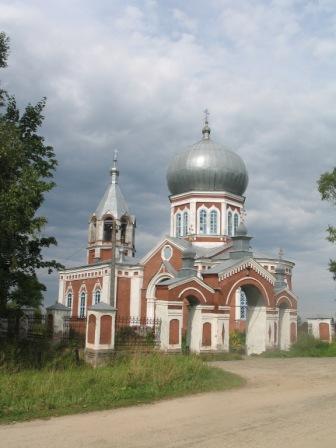 Церковь в деревне Печенкино на въезде в Костромскую область