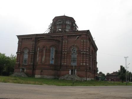 Храм в Макарьеве на подъезде к манастырю.