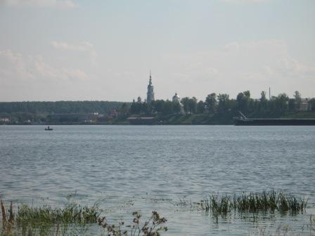 Вид на Кинешму из Заволжска.